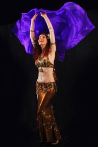 Coffs Harbour and Bellingen Dancer Jade Bellydancing with a veil