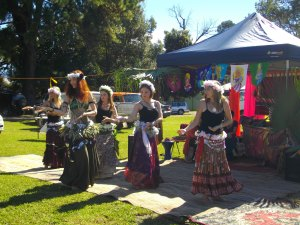 5 gorgeous women - belly dance / polynesian dance fusion