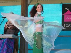 Jade belly dances in green urunga